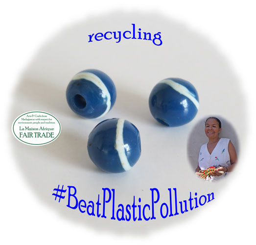 BeatPlasticpPollution with fairtrade gifts made of recycled plastic and metal waste
